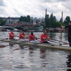 BAL NA VODI – Fudbaleri Crvene zvezde na veslačkom treningu!